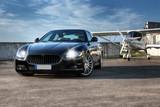 CG Auto und Ultraleicht Flugzeug auf Sportflughafen