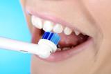 Zahnpflege für Zahn und Zähne mit elektrischer Zahnbürste