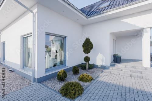 Sliko Modern white house exterior