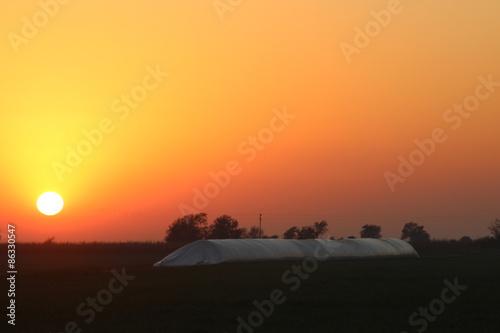 Papiers peints Orange eclat amanecer en el campo