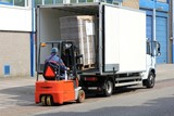 Fototapety Be-/ Entladung eines Lieferwagens