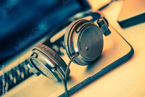 Fotobehang Muziek Headphones on Laptop