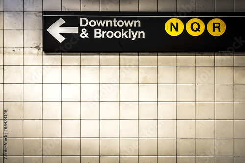 Subway sign in Manhattan directing passengers  and travelers to the downtown and Plakát