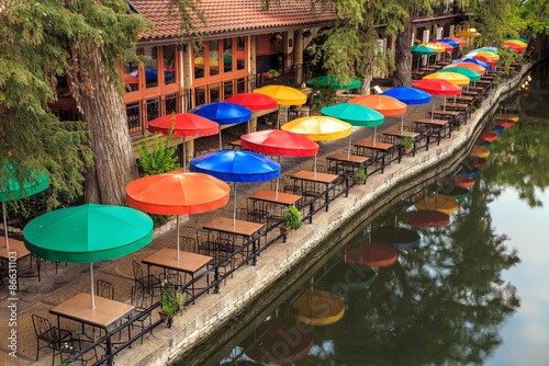 Foto op Canvas Texas SAN ANTONIO, TEXAS, USA - SEP 27: Section of the famous Riverwalk on September 27, 2014 in San Antonio, Texas. A bustling place with many restaurants and bars.