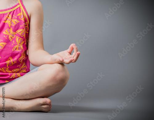 Papiers peints Ecole de Yoga The little girl sits in a pose meditation