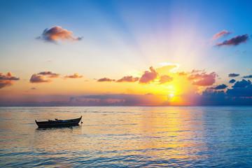 Wschód słońca nad oceanem