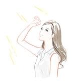 日差しを浴びる女性