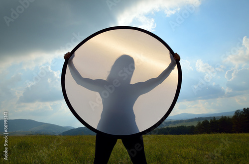 Poster Silhouette of young woman in landscape