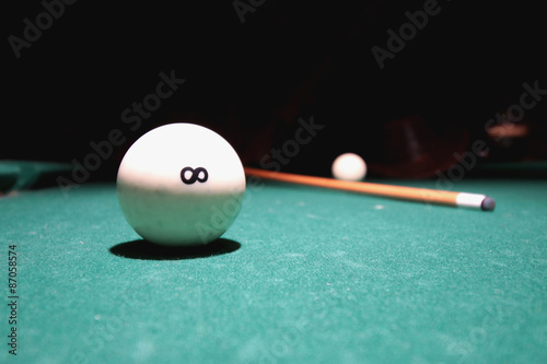 Staande foto snooker cue balls on the table