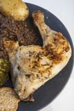 Fototapeta Cosciotto di pollo con lenticchie e patate