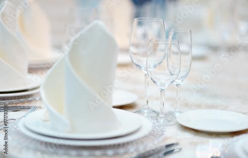 Papiers peints Table preparee Table set for reception
