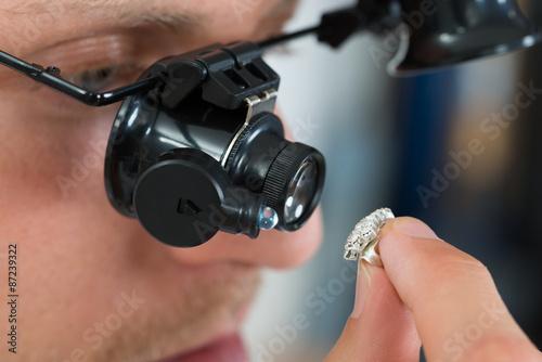fototapeta na ścianę Jubiler Szukam Pierścień z lupa