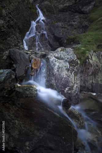 Fotobehang Bos rivier Mountain waterfall