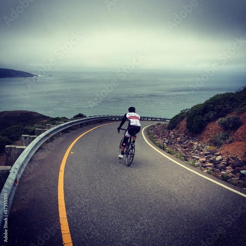 Foto op Aluminium Exclusieve Cycling down Hawk Hill