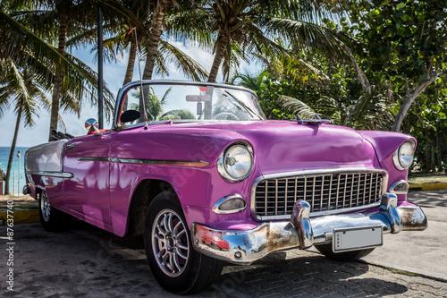 Kuba Varadero klasyczny samochód zaparkowany w pobliżu plaży