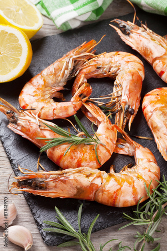 Plakat Grilled shrimps on stone plate