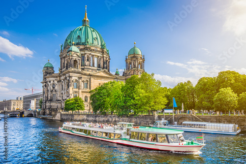 Sliko Famous Berlin Cathedral at Museumsinsel with excursion boat on Spree river at sunset, Berlin, Germany