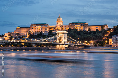 Foto op Canvas Hungarian Landmarks in Budapest: pallace, bridge and Danube.