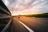 Fototapety Motociclista su moto da strada