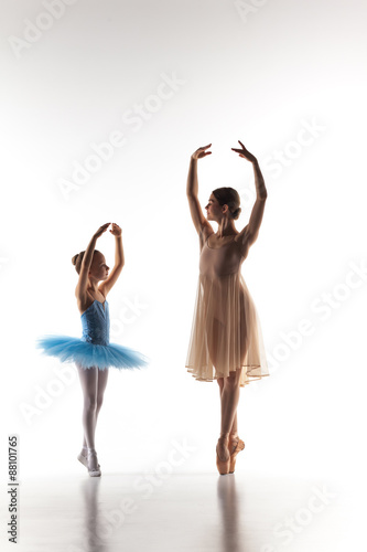 The little ballerina dancing with personal ballet teacher in Plakát