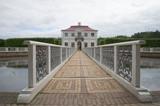 Вид на дворец Марли облачным днем. Петергоф
