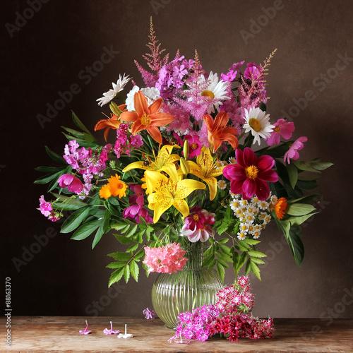 Obraz Букет из садовых цветов в кувшине