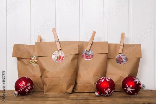 bastelidee zu weihnachten adventskalender mit papiert ten basteln stockfotos und lizenzfreie. Black Bedroom Furniture Sets. Home Design Ideas