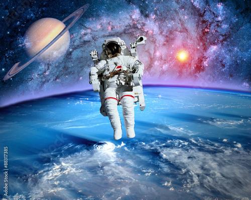 astronauts on saturn - photo #17