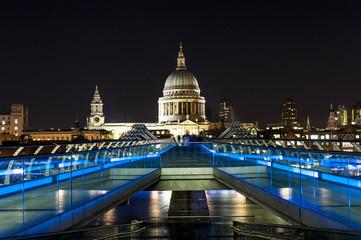 St. Paul katedry i most Milenijny w Londynie