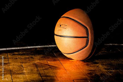 Plexiglas Basketball on court with light effect