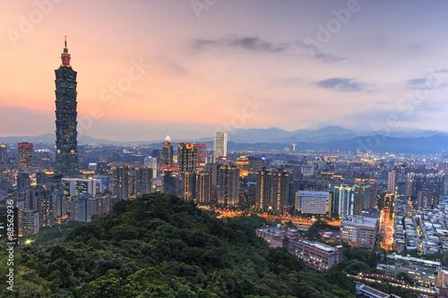 Poster Taipei, Taiwan skyline at twilight
