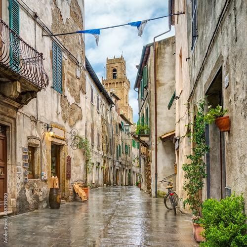 Zdjęcia na płótnie, fototapety na wymiar, obrazy na ścianę : Alley in old town Pitigliano Tuscany Italy