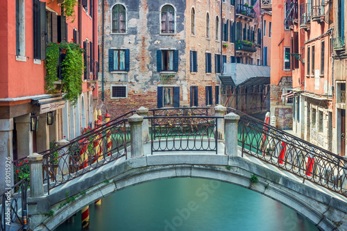 Fototapety, obrazy : Colorful buildings canal in Venice