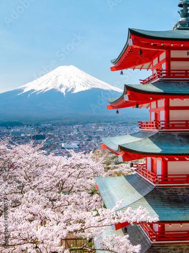 Fototapeta Chureito Pagode mit Mount Fuji im Hintergrund in Japan