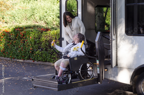 Poster Using a wheelchair lift