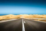 Fototapety strada asfaltata verso il deserto ed il mare