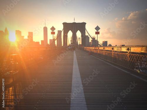 obraz PCV Ponte di Brooklyn al tramonto con vista di New York