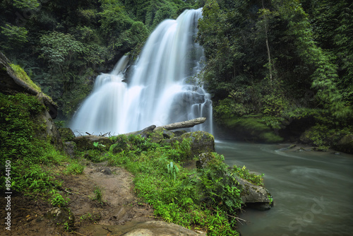 Tuinposter Bos rivier Pha dok siew waterfall in Chiang Mai Thailand