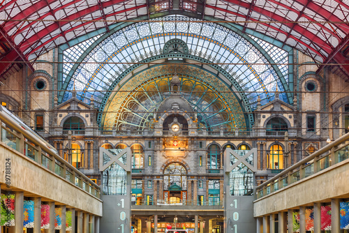 Foto op Plexiglas Antwerpen Interior of Antwerp central railway station, Belgium.