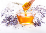 Fototapety bowl of honey and lavender flowers