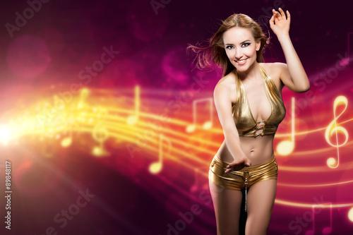 Poster attraktive Frau in Clubwear