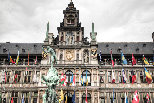 Keuken foto achterwand Antwerpen The city hall on the central market place in Antwerp in Belgium, with many flags and the statue in front of it
