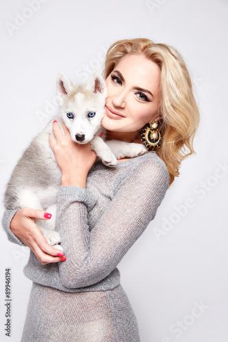 Poster Beautiful sexy woman hug pets dog makeup dress blond