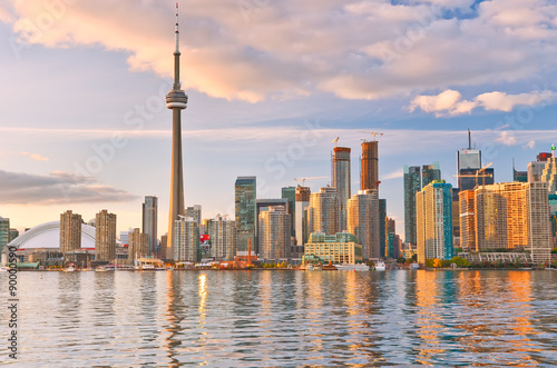 Foto op Aluminium Toronto The reflection of Toronto skyline at dusk in Ontario, Canada.