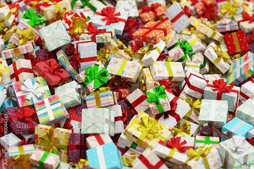 viele geschenke zu weihnachten auf einem haufen stockfotos und lizenzfreie bilder auf fotolia. Black Bedroom Furniture Sets. Home Design Ideas