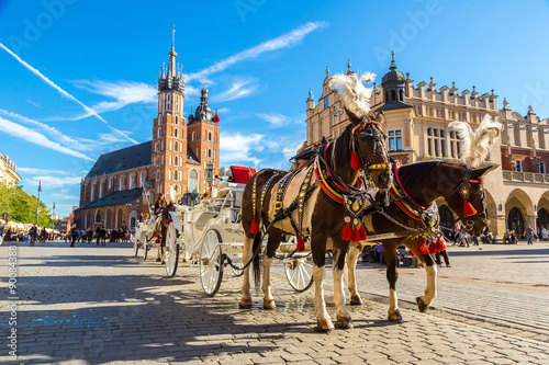 Foto op Aluminium Krakau Horse carriages at main square in Krakow