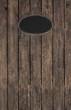 Alter Holzhintergrund mit Schild aus Blech im Hochformat