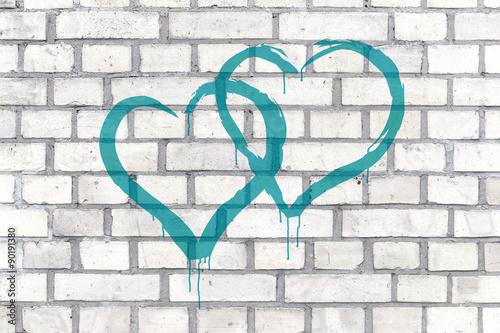 Coeurs Graffiti rendus sur un fond de mur Poster