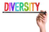 ruce s markerem psaní slova rozmanitost