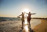 Fototapety Junge Familie am Strand